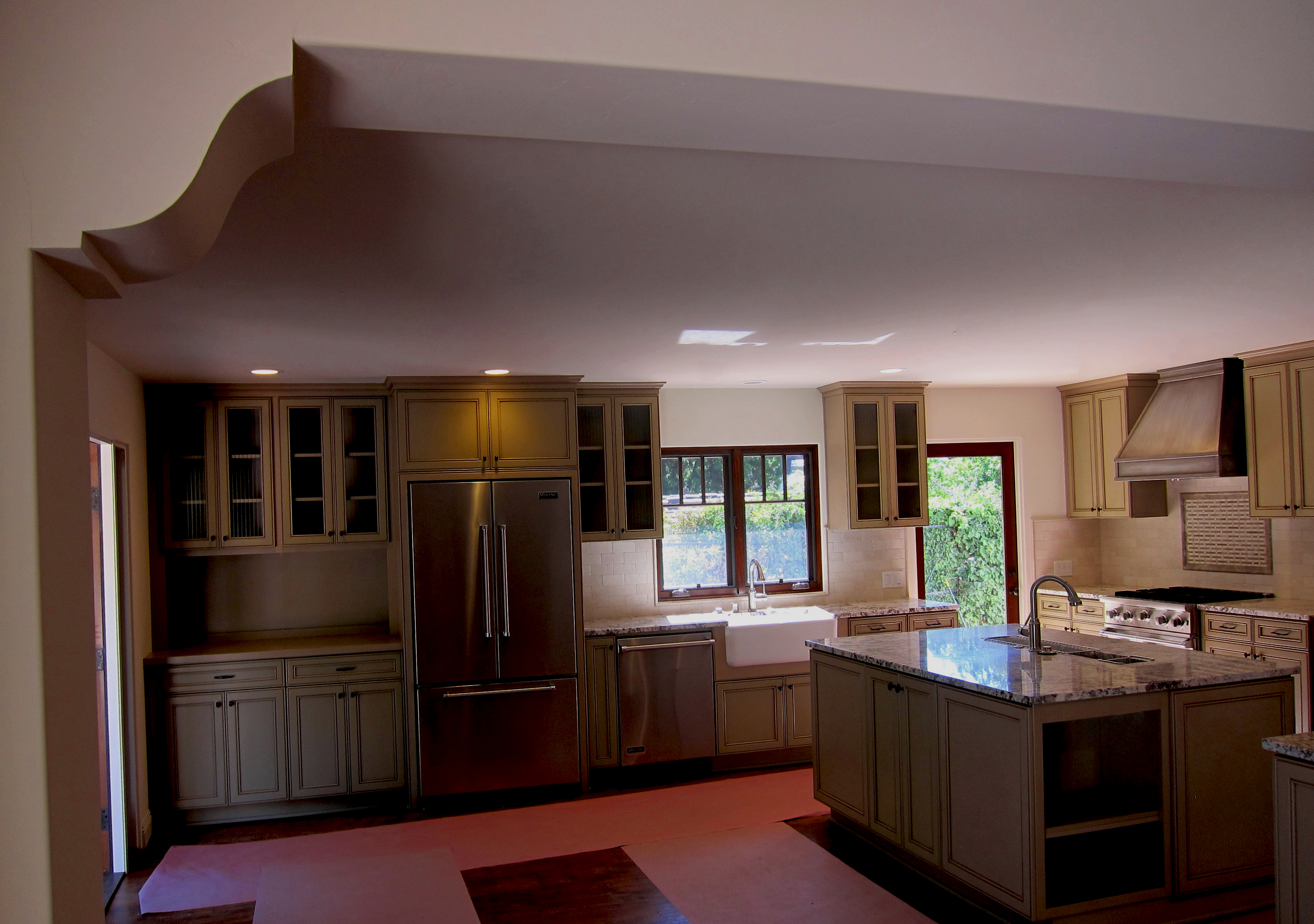 Small Montecito kitchen design photo