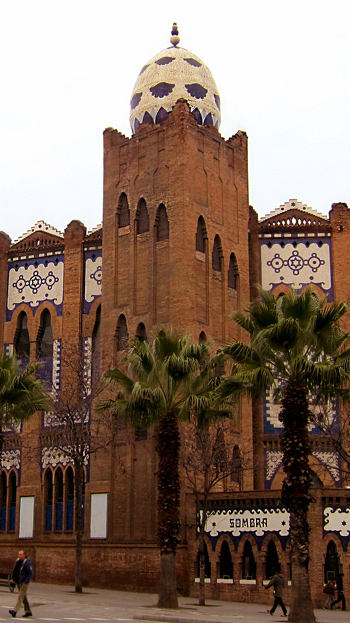 whimsical architecture of Barcelona Spain, photos and images